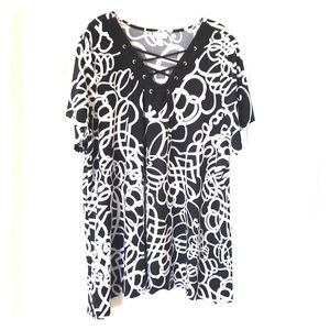 Black and white Avenue blouse